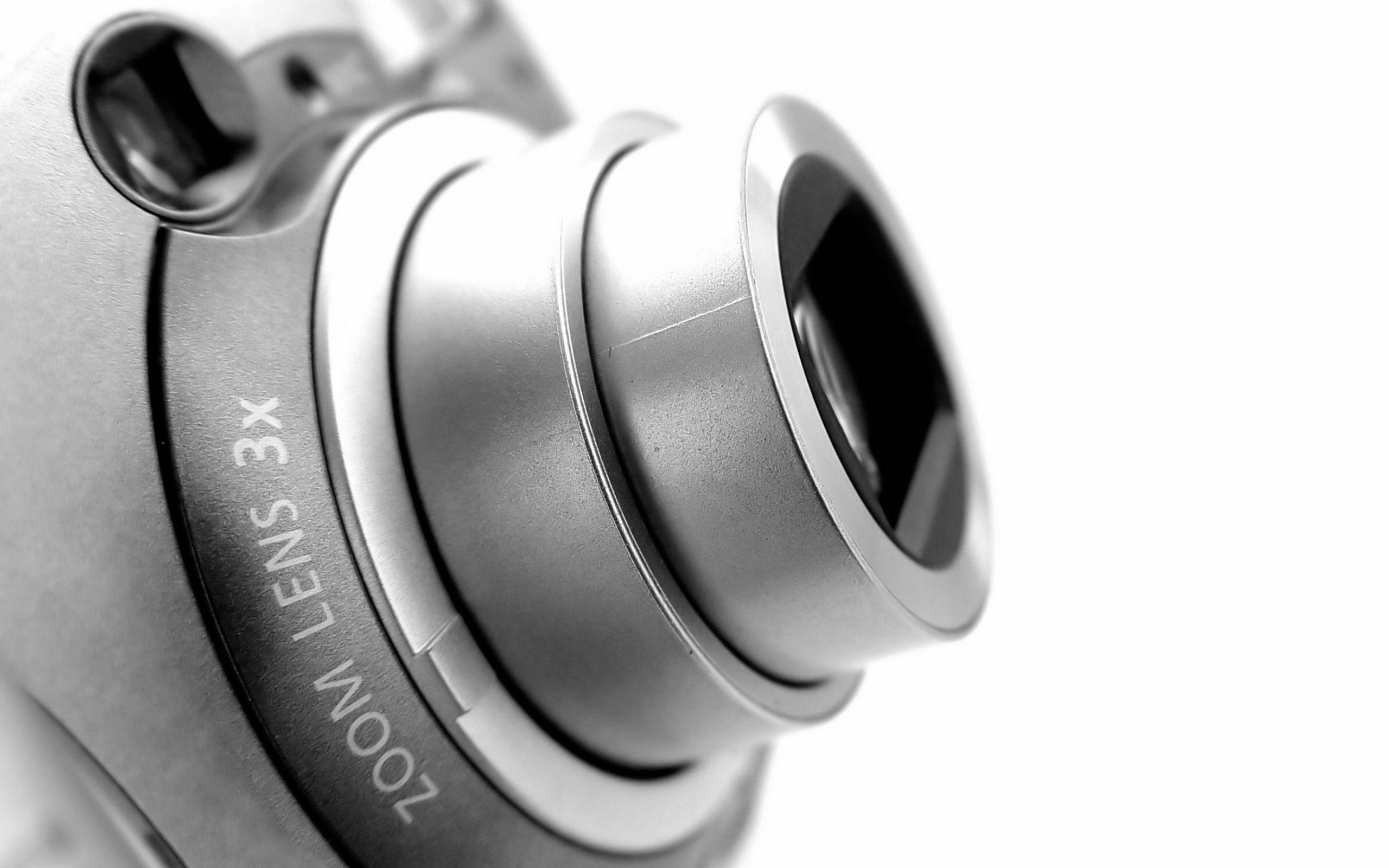 digital-camera-lens-closeup